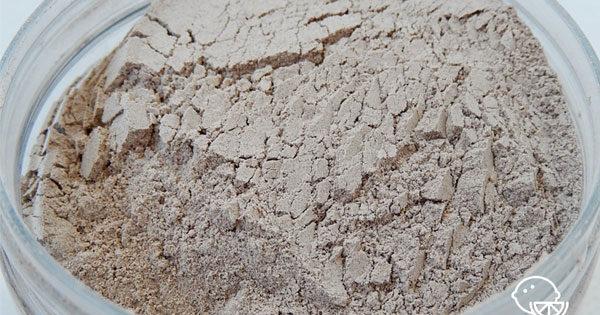 Чем полезна белая глина для лица