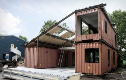 Дом из морских контейнеров. Фото