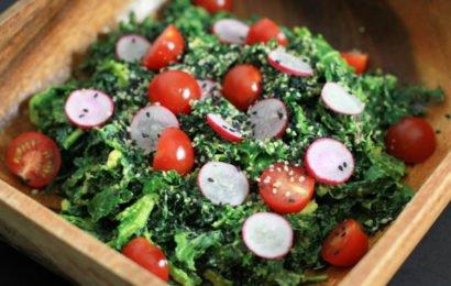 Сыроедческий салат с капустой кейл