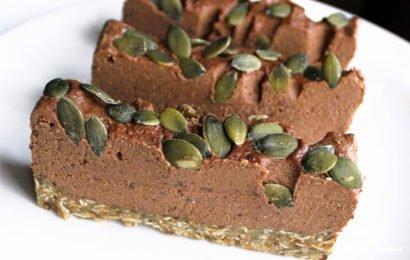 Сыроедческий шоколадный торт с семечками