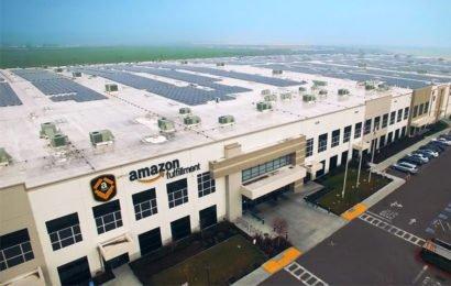 Amazon устанавливает солнечные батареи на крышах своих складов