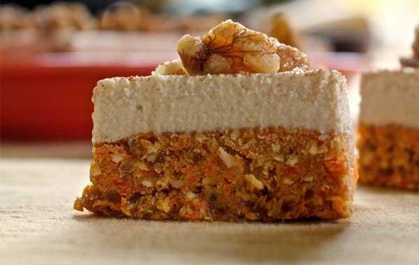 Веганское морковно-ореховое пирожное