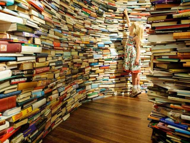 Девочка хочет читать