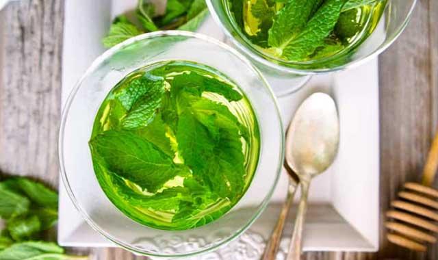 Польза и вред мятного чая для женщин. Можно ли пить мужчинам и во время беременности. Как заварить мятный чай