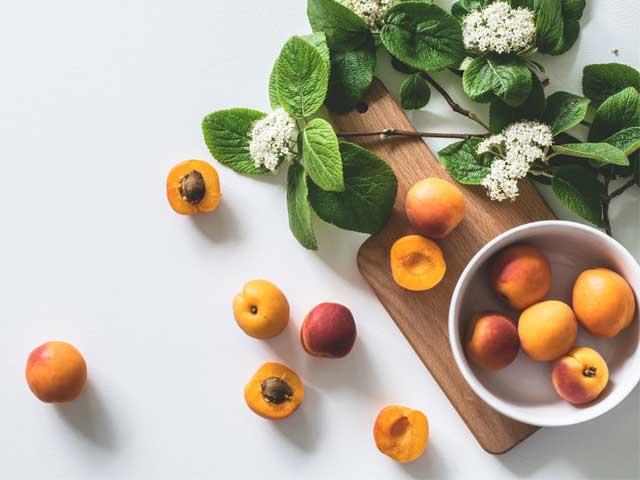 Полезные свойства абрикосовых косточек. Противопоказания и вред