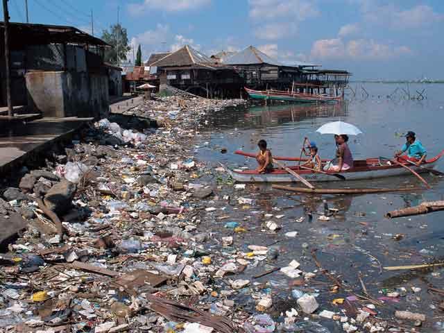 Ганг Река в Индии одна из самых грязных в мире