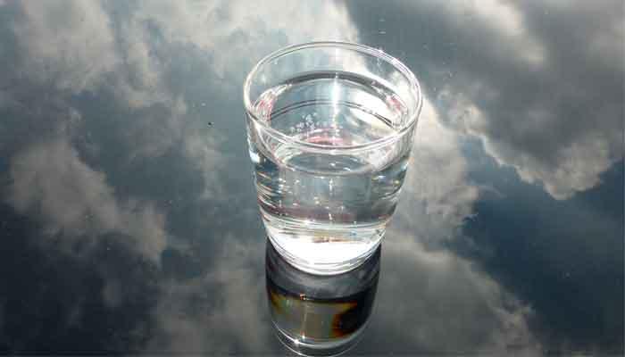 Как правильно выполнить технику «Стакан воды»: пошаговая инструкция
