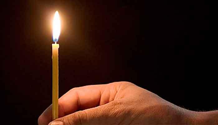 Очистить дом от негативной энергии свечой