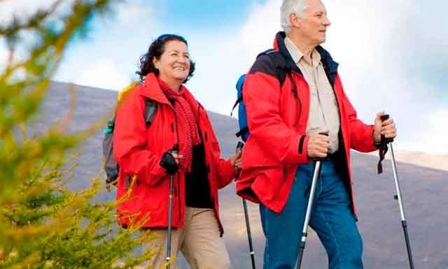 Польза и вред скандинавской ходьбы для пожилых