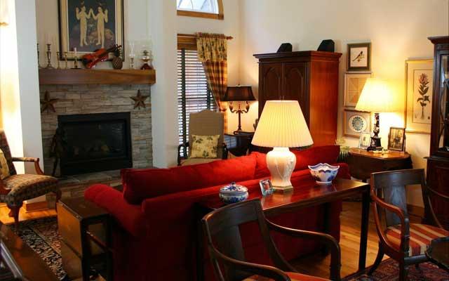 Как очистить квартиру от негатива свечой