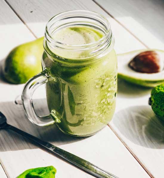 Детокс коктейль: капуста белокочанная, брокколи, авокадо, шпинат