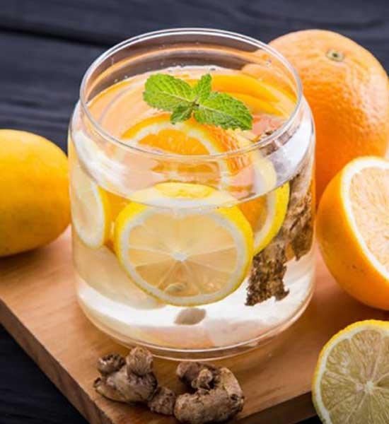 Детокс коктейль: лимон, апельсин, имбирь, чеснок