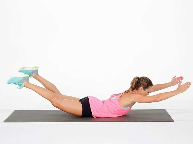 Упражнение лодочка для спины: польза, эффективность и техника выполнения