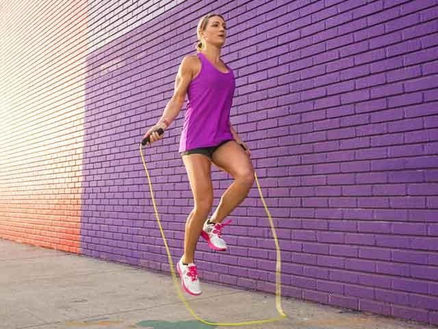 Прыжки на скакалке: польза и вред для здоровья, женщин и похудения