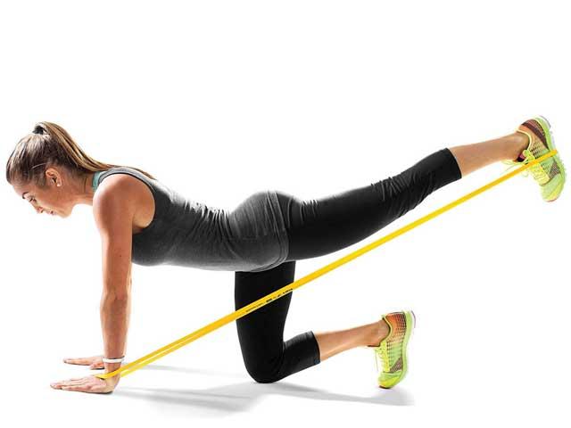 25 Упражнений с фитнес-резинками в домашних условиях для всего тела