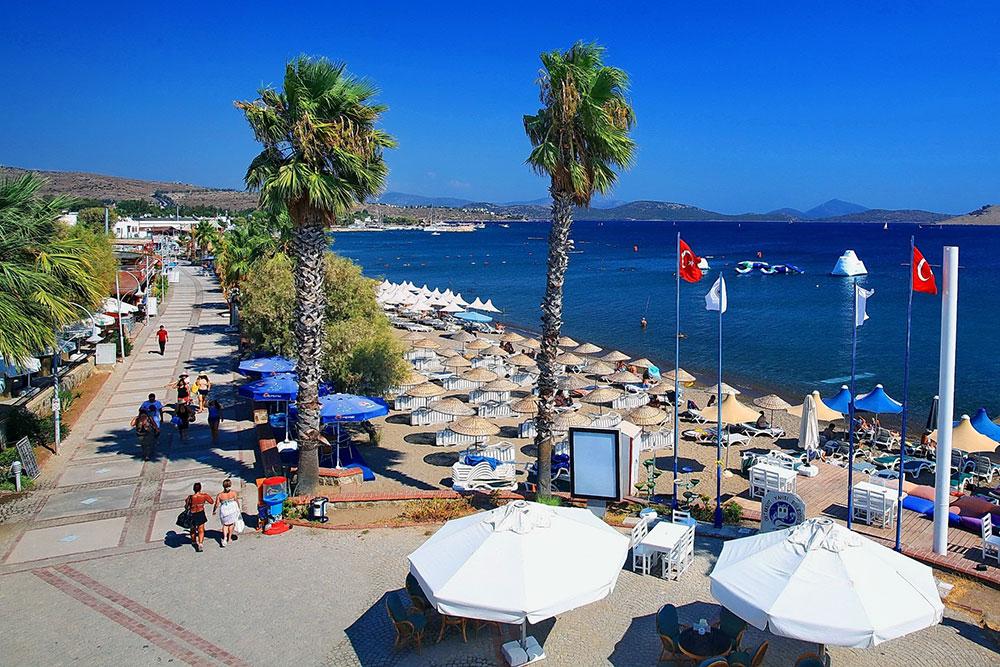 Пляж Ортакент в городе Бодрум, Турция
