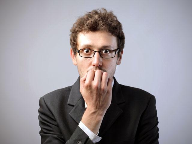 5 вредных привычек, которые выдают неуверенного в себе человека