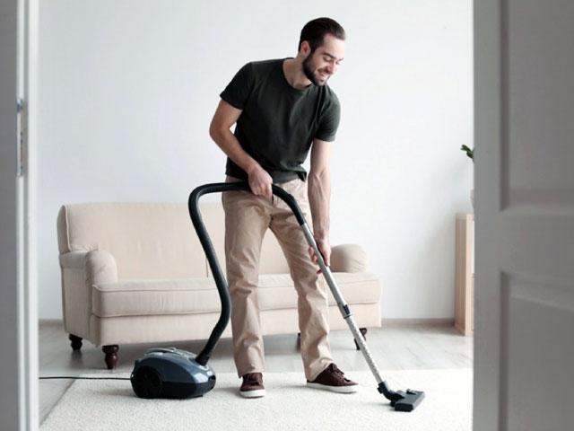 8 домашних дел, которые мужчине будет полезно взять на себя