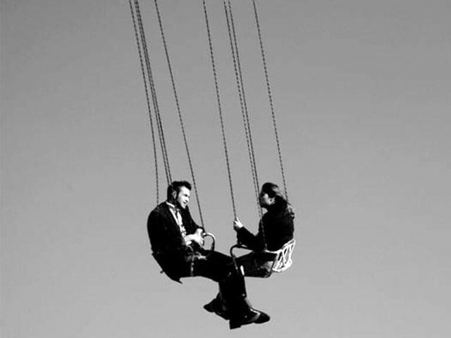 5 признаков эмоциональных качелей в отношениях. Примеры из жизни